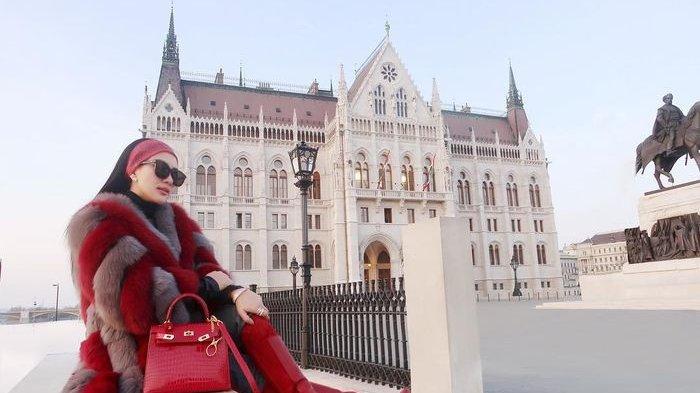 Seperti Mimi Peri, Penjual Tas Hermes Instagramnya Diblokir Gegara Sindir Syahrini Pakai Tas Palsu
