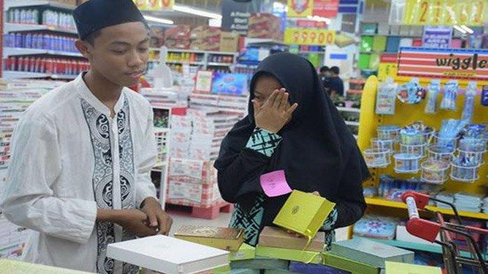 Belanja Untuk Lebaran, Anak Yatim Ini Menangis Karena Ingin Beli Al Quran, Kisahnya Menyentuh Hati