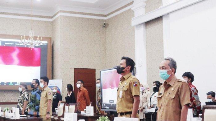 Wali Kota Bogor, Bima Arya membuka Symposium Digitalisasi Aksara Sunda secara virtual di Paseban Sri Bima, Balai Kota Bogor, Senin (7/6/2021).