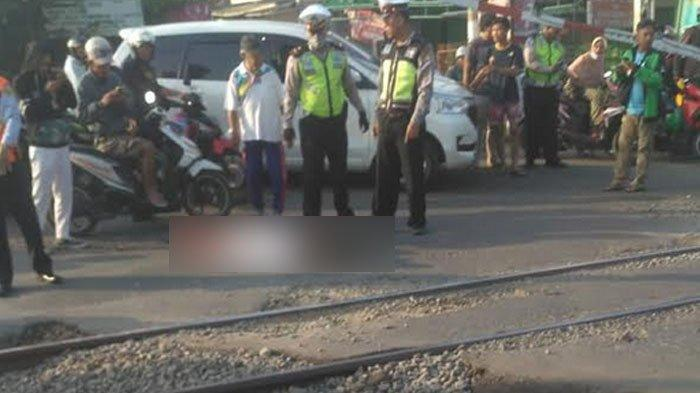 Nekat Terobos Palang Pintu Perlintasan Kereta Bojonggede, 2 Warga Tewas Terabrak