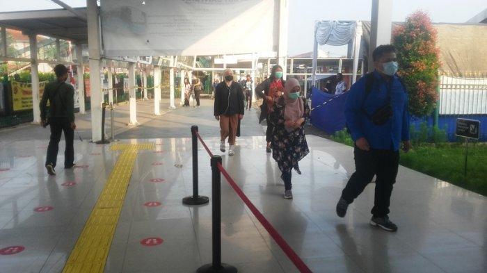 Banyak Penumpang Beralih Naik Bus Gratis, Pagi Ini Tak Ada Antrean di Stasiun Bogor