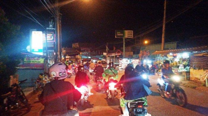 Suasana Takbiran di Zona Merah Covid-19 Kabupaten Bogor, Lalu Lintasnya Padat