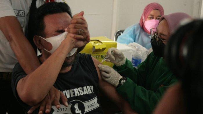 Jeritan Pria saat Disuntik Vaksin di Cibinong Curi Perhatian, Ketua DPRD Apresiasi Kapolres Bogor