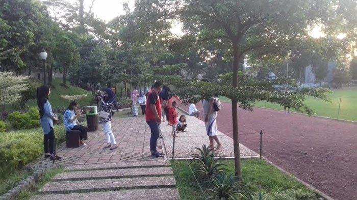 Tak Perlu Ongkos Masuk, Taman Di Kota Bogor Jadi Tempat Hangout Seru Warga di Sore Hari