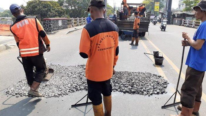 Hampir Amblas, Jalan KS Tubun Dekat Jembatan Pomad Ditambal