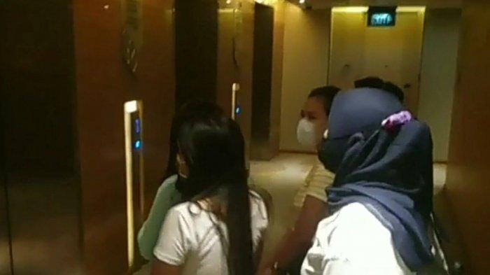 Tangkapan layar video penggerebekan praktik prostitusi yang melibatkan anak di bawah umur di salah satu hotel di kawasan Sunter, Tanjung Priok, Jakarta Utara.