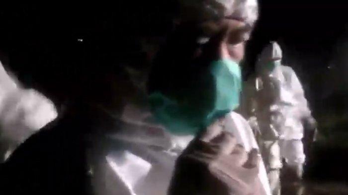 Viral Video Plt Bupati Sidoarjo Ikut Makamkan Pasien Positif Corona, Ternyata Ini Alasannya