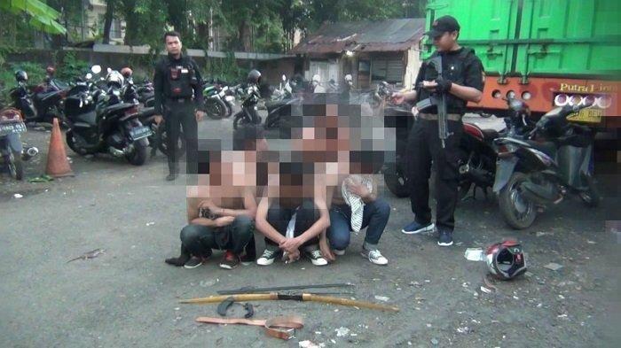 Narkoba dan Senjata Tajam Jadi Barang Bukti Polisi dari Tangan Para Pemuda Yang Hendak Tawuran