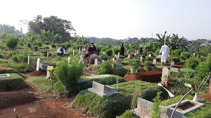 Suasana TPU Pondok Rajeg Cibinong Bogor saat Lebaran, Peziarah Berdatangan