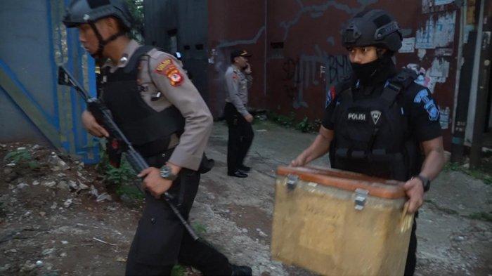 Terduga Teroris yang Ditangkap di Cibinong Berprofesi Tukang Parkir, Dirumahnya Ada Alat Perakit Bom