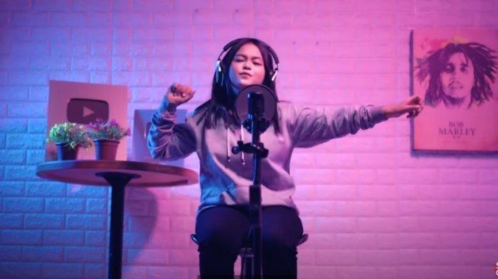 Download Lagu Sungguh Ku Terpuruk dalam Lamunan, Lengkap Lirik Lagu Tik Tok Ku Puja Puja