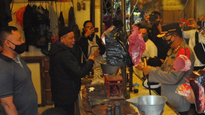 Polisi Masuk Pasar, Para Pedagang di Pasar Bogor Sibuk Cari Masker