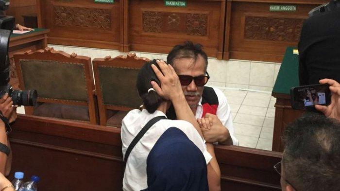 Resmi Bebas dari Penjara, Tio Pakusadewo Langsung Kumpul Keluarga