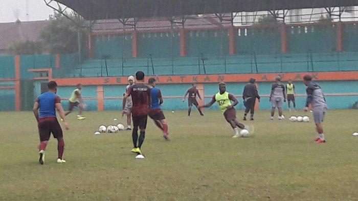 Jelang Laga Kontra Borneo FC, PS Tira Persikabo Berlatih di Bawah Guyuran Hujan
