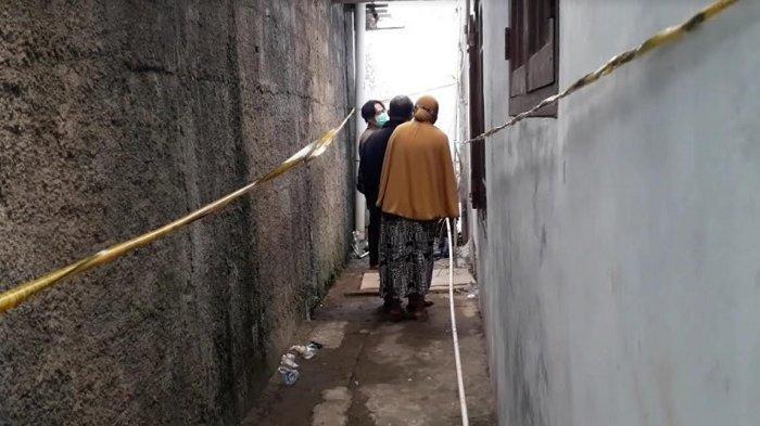 Sesosok mayat wanita berinisial AM (28) gegerkan warga Kampung Lingkungan II Citatah Dalam, Kelurahan Ciriung, Kecamatan Cibinong, Kabupaten Bogor, Selasa (3/11/2020).