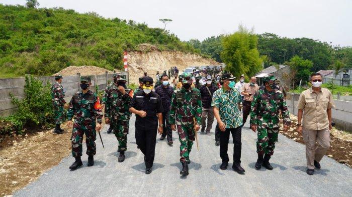 TMMD 112 Kodim 0621, Jalan Setapak Penghubung Dua Desa di Klapanunggal Bogor Dilebarkan