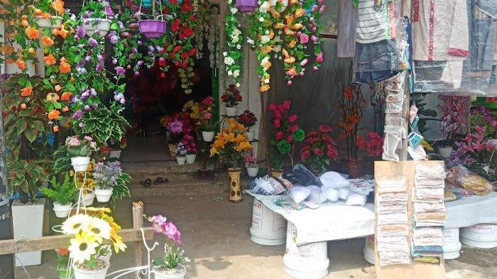 Pedagang Bunga Plastik Di Bogor Masih Sepi Pembeli Jelang Lebaran Tribunnews Bogor