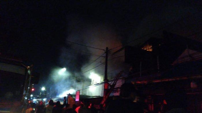 BREAKING NEWS - Toko Sembako di Jalan MA Salmun Bogor Kebakaran, Api Belum Padam