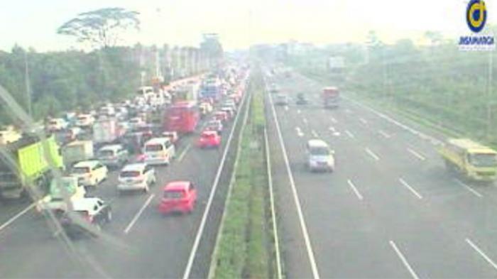 Arus Kendaraan Tol Jagorawi Padat Mulai Cibubur Arah Ciracas, Ini Titik Kemacetannya