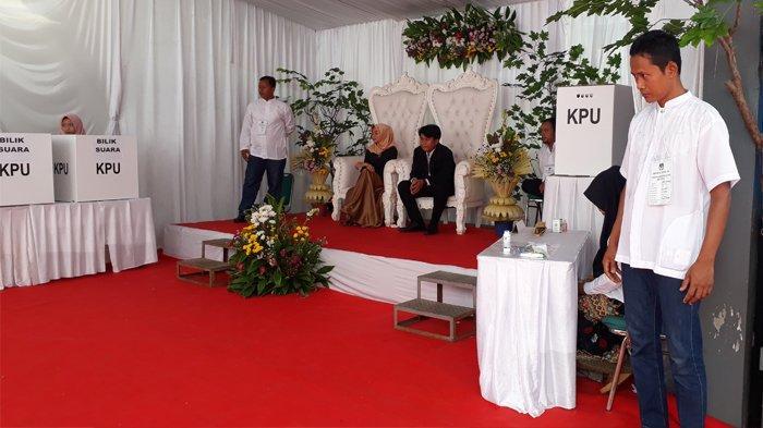TPS Tempat Bupati Bogor Nyoblos Disulap Bak Acara Pernikahan, Ada Petasan hingga Pengantin