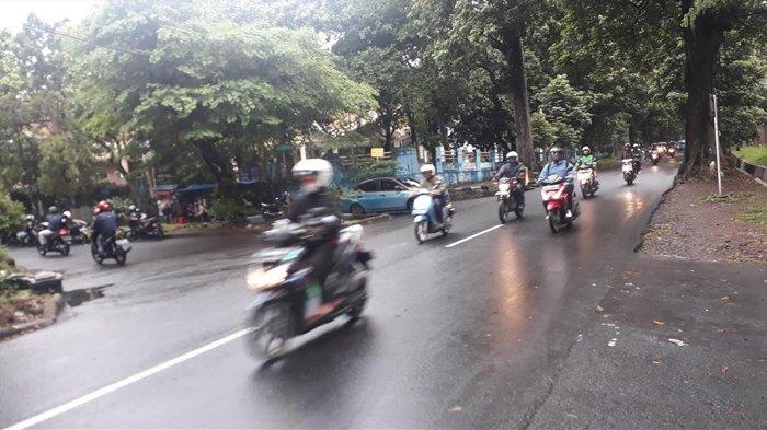 Lalu Lintas Di Jalan Pemuda Kota Bogor Ramai Lancar, Hati-hati Jalan Licin