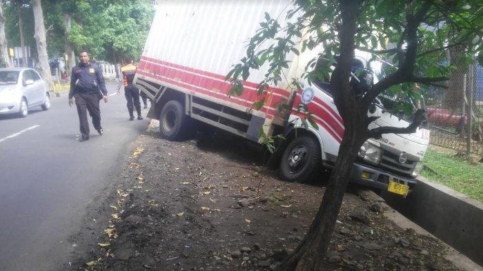 Cerita Pemulung di Bogor Lihat Truk Jalan Sendiri Hingga Masuk ke Selokan: Sopirnya Diluar