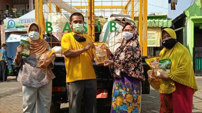 Warga Kedung Jaya Tukar Sampah Dengan Sembako