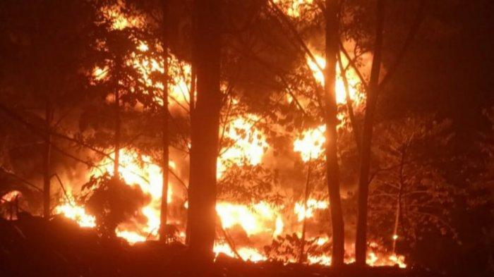 Tumpukan Ban Bekas di Gunungputri Terbakar, Akses Jalan Ditutup Sementara