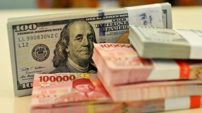 Rupiah Ditutup Melemah, Permintaan Dolar AS di Dalam Negeri Meningkat
