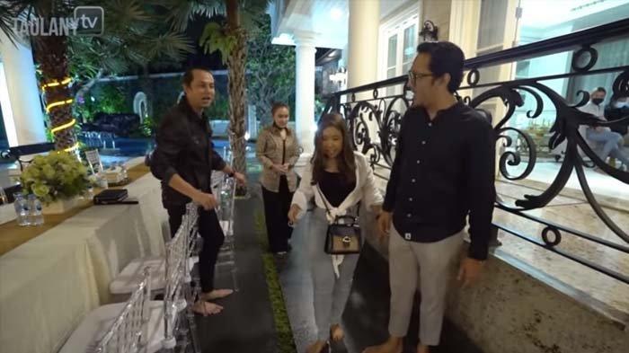 Lihat Kelakuan Ayu Ting Ting saat Masuk ke Rumah Mewah, Andre Taulany Protes