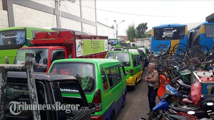 Antrean Uji KIR di Kantor Dishub Kota Bogor Membludak Hingga ke Jalan Raya