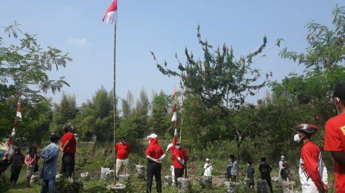Upacara HUT ke-76 RI di Bantaran Ciliwung, KPC dan Satgas Sampaikan Pesan Tentang Kekayaan Alam