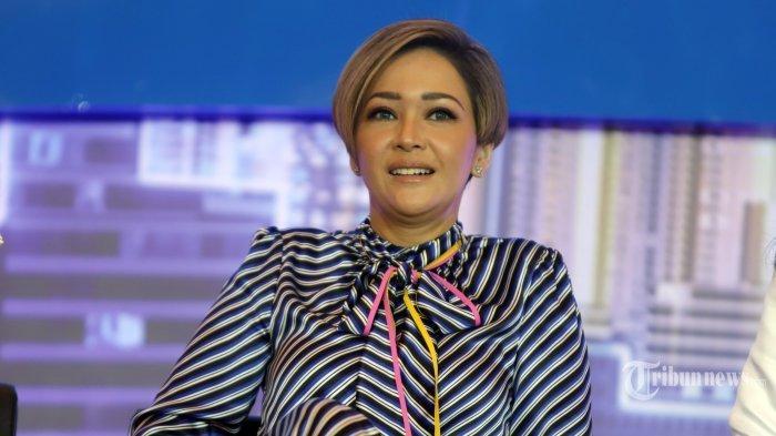 Juri Indonesia Idol X Maia Estianty saat konferensi pers di Jakarta, Rabu (19/2/2020). Indonesia Idol X memasuki babak grand final yang akan digelar pada 24 Februari dan 2 Maret mendatang. TRIBUNNEWS/HERUDIN