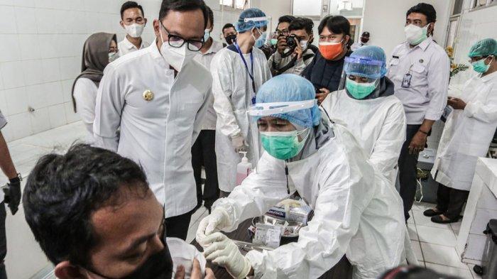 Tinjau Vaksinasi Tenaga Kesehatan RSUD, Bima Arya : Mudah-mudahan Selesai Tidak Sampai Satu Bulan