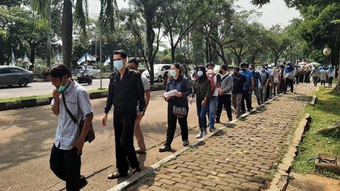 Jalani Vaksinasi Covid-19 Dosis Kedua di Polres Bogor, Warga Diminta Pakai Masker Double