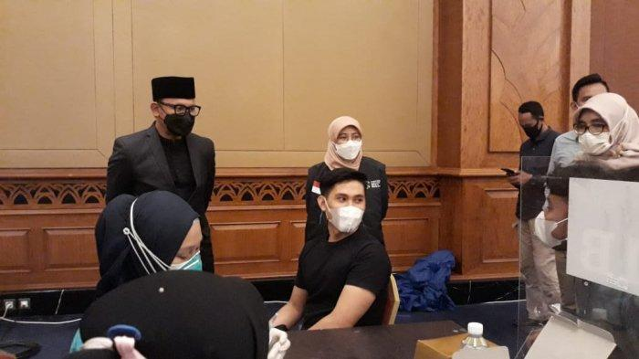 Jalani Vaksinasi Massal di Puri Begawan, Warga Kota Bogor Antusias Berdatangan Sejak Pagi