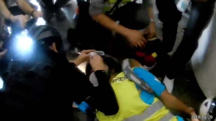 Ditembak Peluru Karet oleh Polisi Hong Kong, 1 Mata Jurnalis asal Indonesia Buta