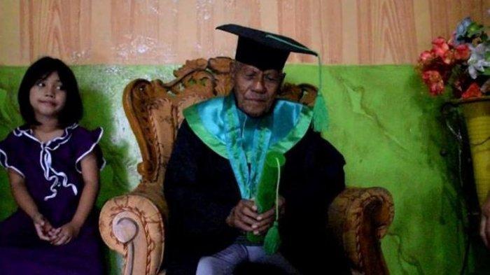 Viral 7 Tahun Kuliah, Kakek Usia 85 Tahun Baru Saja Wisuda S1, Sang Dosen Adalah Murid SMP-nya