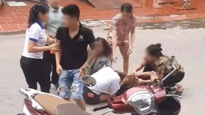 Pukul Istri saat Kepergok Selingkuh, Mertua 'Balas Dendam' Jambak & Permalukan Menantunya di Jalanan