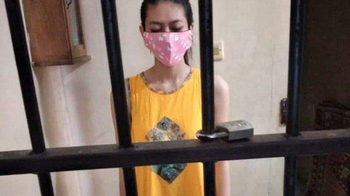 Foto Nani tersangka sate sianida pakai daster di penjara