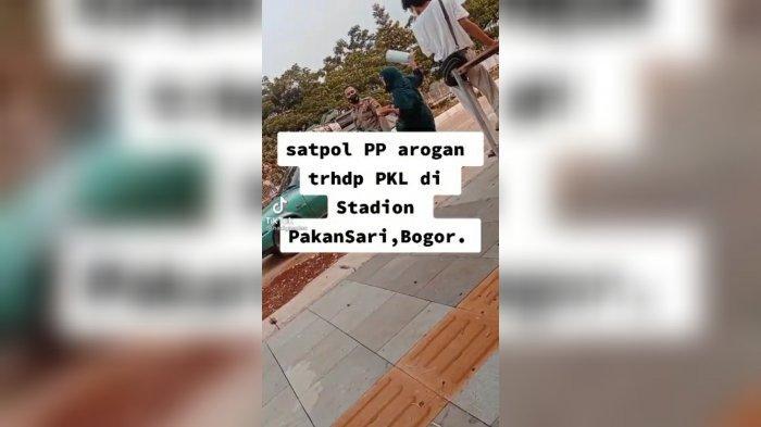 Viral Petugas Satpol PP Bersitegang dengan PKL di Pakansari Bogor, Pria Berkaus Putih Didorong