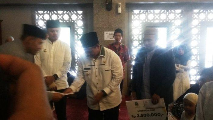 Wakil Gubernur Jawa Barat Uu Ruzhanul Ulum Salurkan Santunan Di Masjid Raya Kota Bogor