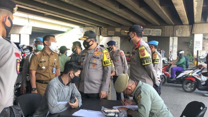 Wakapolda Jabar Tinjau Operasi Yustisi di Citeureup Bogor, Pelanggar PSBB pra AKB Masih Ditemukan