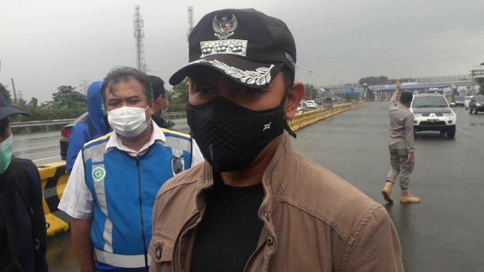 Wali Kota Bogor Bima Arya seusai meninjau operasi penerapan ganjil-genap di pintu keluar Tol Baranangsiang, Kota Bogor, Minggu (7/2/2021)
