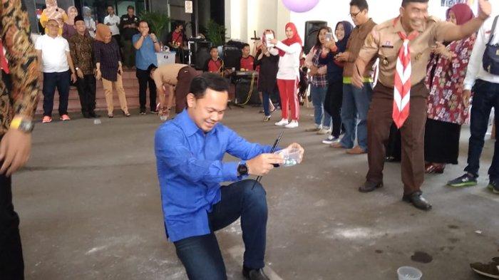 Peringati Hari Pelantikan DPRD Kota Bogor, Bima Arya Adu Jago Bawa Kelereng dengan Anggota Dewan