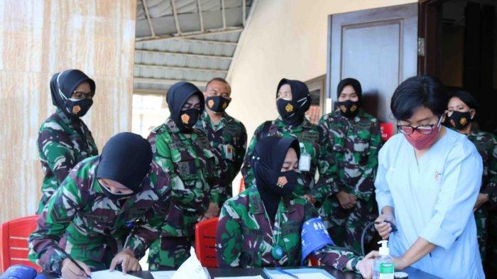 Wanita Angkatan Udara Jalani Donor Darah di RSAU Hassan Toto Bogor