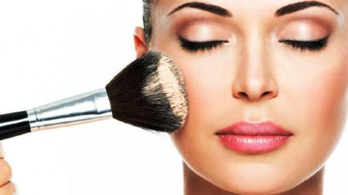 Buat Wajah Cantik Sempurna, Ini 4 Tahapan Makeup Sederhana yang Harus Dilakukan