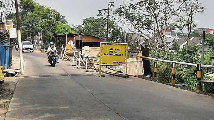 Sebagian Ruas Jalan Cilebut Longsor, Warga Berharap Segera Diperbaiki