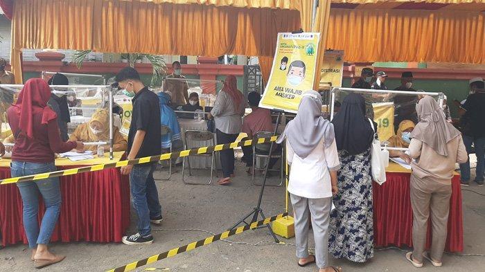 Ikut Vaksinasi Massal di Bojonggede Bogor, Warga Rela Bangun Lebih Pagi : Biar Buru-buru Sehat