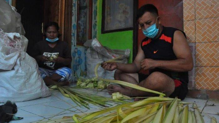 Mengintip Aktivitas Warga Kampung Ketupat di Bogor, Masak Massal di Dandang Besar